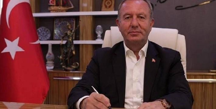 ŞAHİNER'DEN GAZETECİLERE JEST