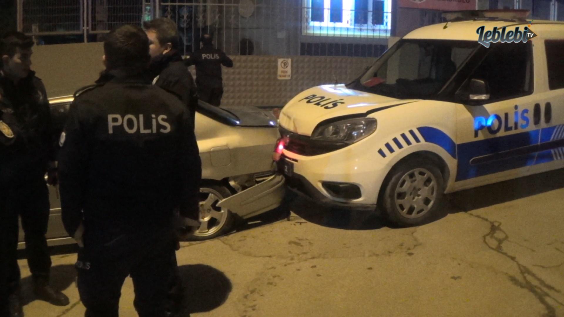 POLİSTEN KAÇARKEN EKİP OTOSUNA ÇARPTILAR