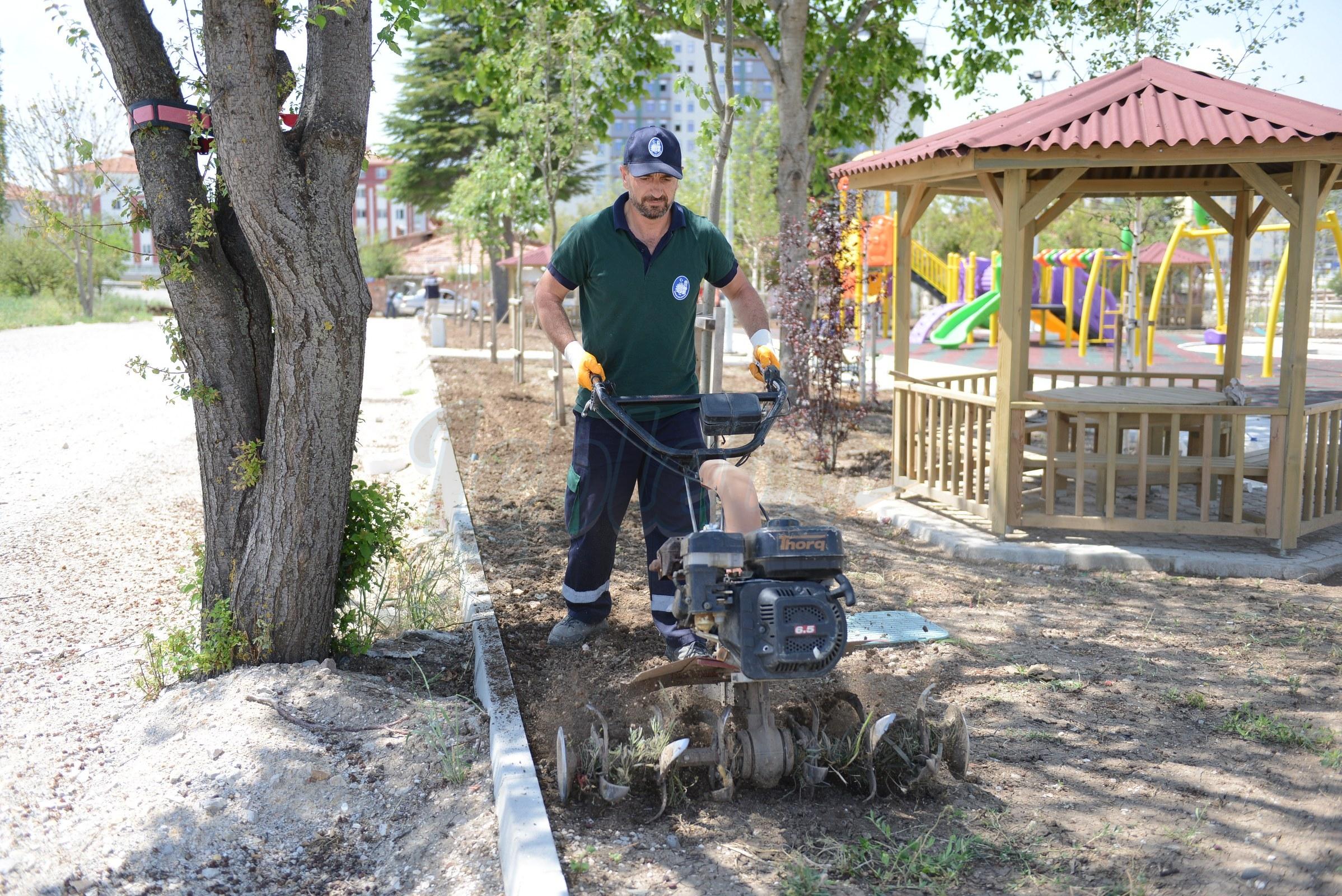 Park ve Bahçelerde Hummalı Çalışma