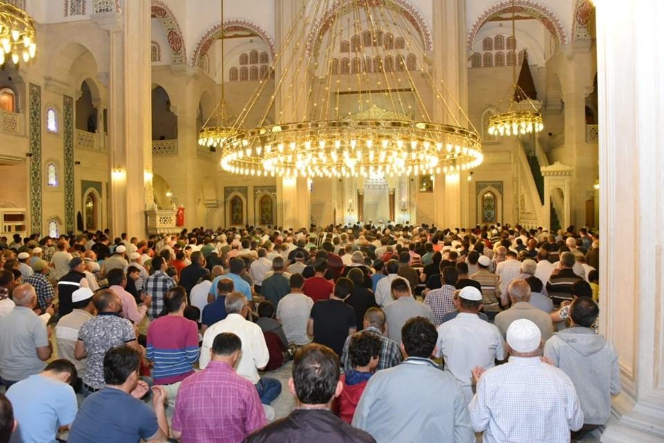 Kuran Bülbülleri, Kadir Gecesinde Akşemseddin Camisinden Şakıdı