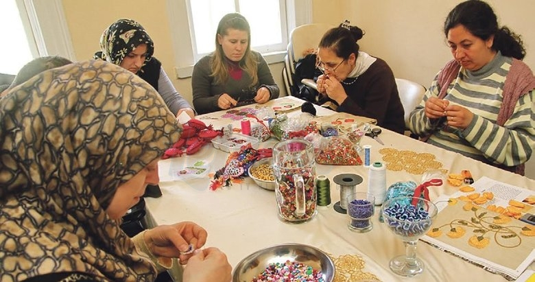 Devlet, Ev Kadınlarına İş Desteği Veriyor