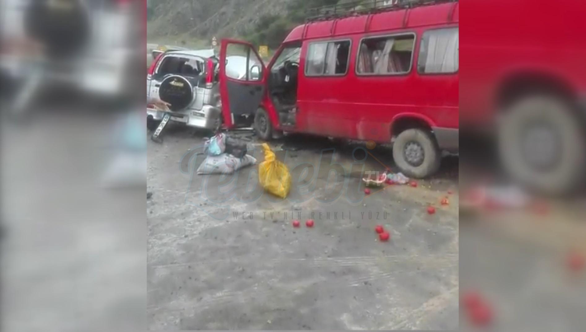 Jeep İle Yolcu Minibüsü Çarpıştı: 13 Yaralı