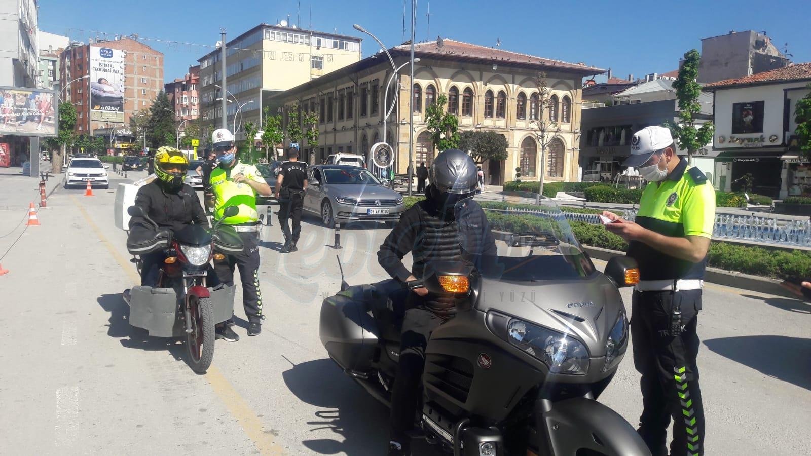 Abartı Egzoz Ve Kask Kullanmamaktan 6 Motosiklet Sürücüsüne Ceza