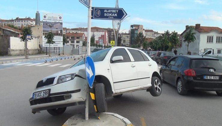 Panikleyen Sürücü Refüje Çıktı