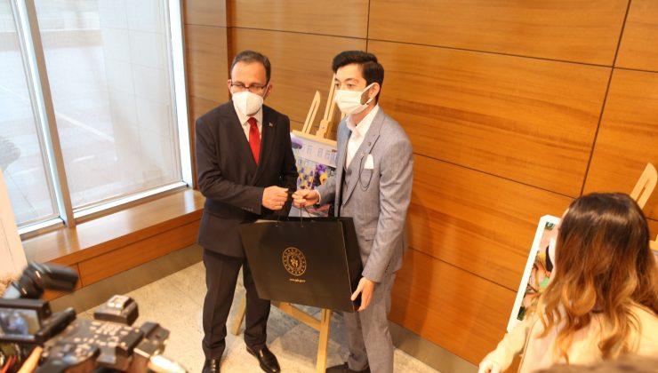 Türkiye Üçüncüsü Oldu, Ödülünü Bakan Kasapoğlu'ndan Aldı