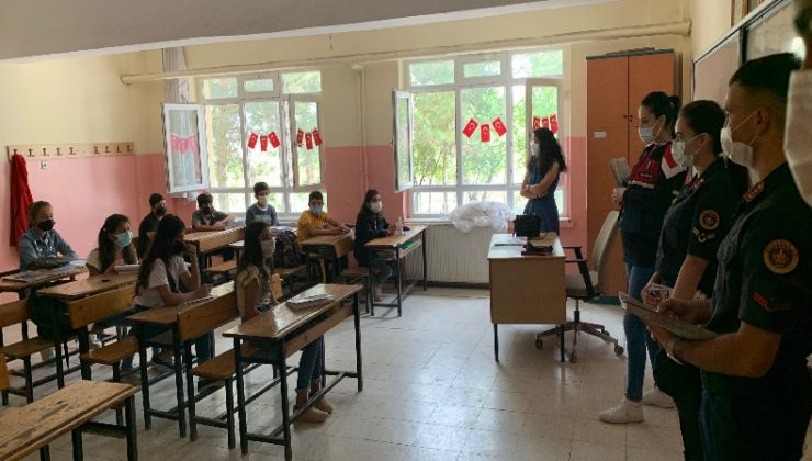 Jandarma Okulların İlk Gününde Öğrencilerin Heyecanına Ortak Oldu